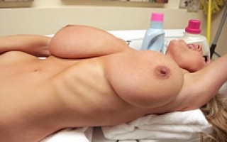 Kelly gets dirty in the laundry room with the help of washing machine and her trusty vibrator.