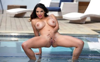 Latina milf Missy Martinez and the pool boy