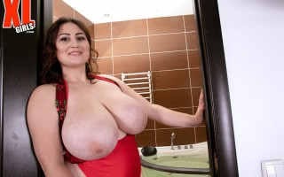 Ivanna Lace's Heavy Honeycups From Hooter Heaven