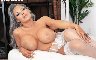 Silicone bimbo Anastasia L'Amour in sexy lingerie