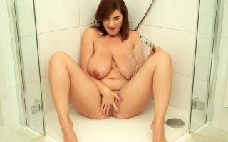 Busty Bathing Beauty Alexsis Faye In The Buff