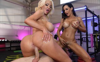 Lisa Ann & Nicolette Shea fight to fuck a guy