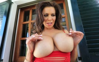Linsey Dawn McKenzie very lascivious in playing her big boobs and nipples