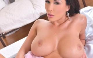 Patty Michova cleavage full HD