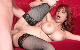 Busty milf stripper Alyssa Lynn seduces customer