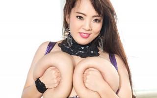 Hitomi Tanaka shiny in latex lingerie
