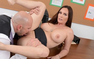 HR 'whorientation' with busty milf Diamond Foxxx