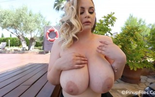 Holly Garner getting hot to show her irresistible big boobs