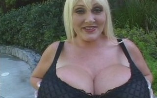 Monster big tits of Kayla kleevage in sexy black lingerie