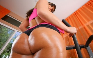 12 pics and 1 movie of Mackenzee from Monster Curves