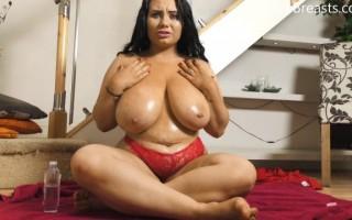 Jade Moisturizes Her Soft Boobies