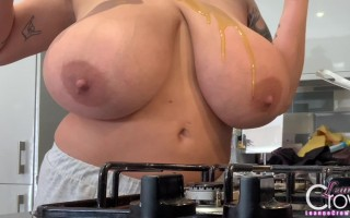 Leanne Crow Webcam in the kitchen