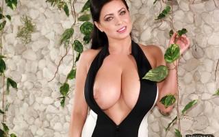 Ewa Sonnet's famous zipper boobs drop