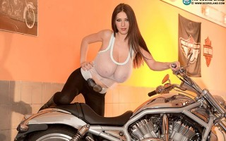 Babes & Bikes Special with Merilyn Sakova