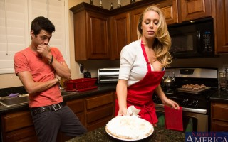 Nicole Aniston hosted a dinner/movie party for close friends of her and her husbands. Xander offered to help her with the dishes while the other started to watch the movie. Well, Nicole started to come on strong to Xander, her husband was not cutting it s