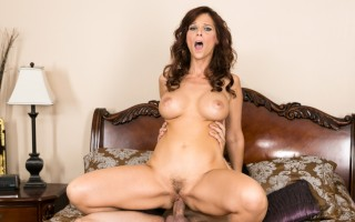 Sexy milf Syren wants to fuck a horny musician.