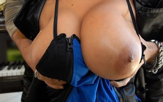 12 pics and 1 movie of London2 from Big Naturals
