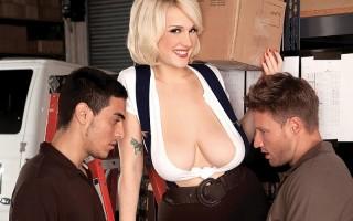 Curvy blonde Siri enjoying two cocks for herself