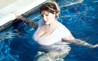 Dors Feline wet t-shirt tease in the pool