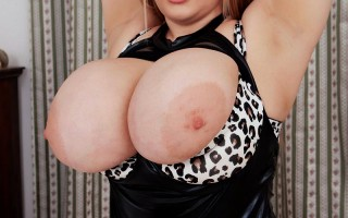 Cheryl Blossom webcams to show her beautiful huge boobs