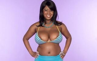 Curvy black babe Aileen Ghettman gets oily