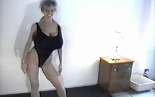 Busty Dusty in HOT exercise