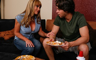 Shayla's son has trouble making friends, so she heads over to popular student Seth's house. Armed with a tasty pie and a magnificent rack, she hopes to convince Seth to be her son's friend. But popularity isn't cheap and Seth needs more than just cleavage