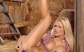 Slim and busty country girl Wivien masturbating
