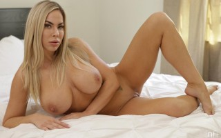Bombshell Olivia Austin in A Touch Of Lust