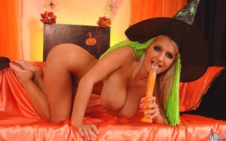 Jannete is the wicked witch of your cock!