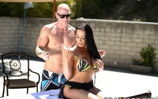 Vanilla Deville is a wealthy MILF who decides to treat herself to a spa day with a very happy ending. Bathed, massaged and pampered by Johnny, she swims like a fish to the ocean when she sees his giant cock. They proceed to have sex in the pool.
