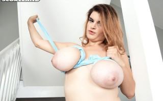 Jenni Noble's big ol' saggy boobs