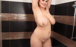 Super curvy redhead Alexsis Faye in the shower