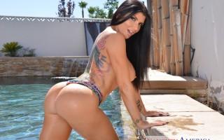 Busty pornstar Romi Rain ass worship in bikini